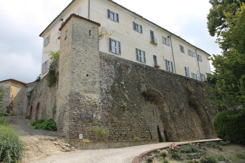 Frazione Perno, Monforte d'Alba – Castle