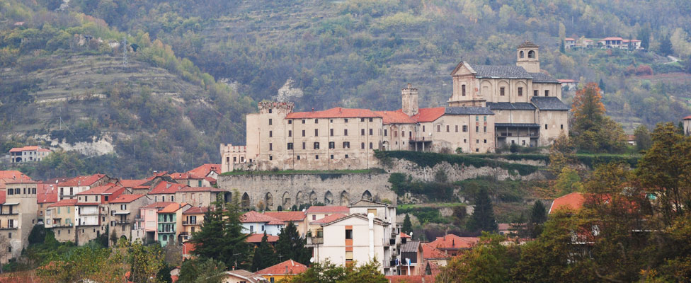 Upper Langa: churches and castles