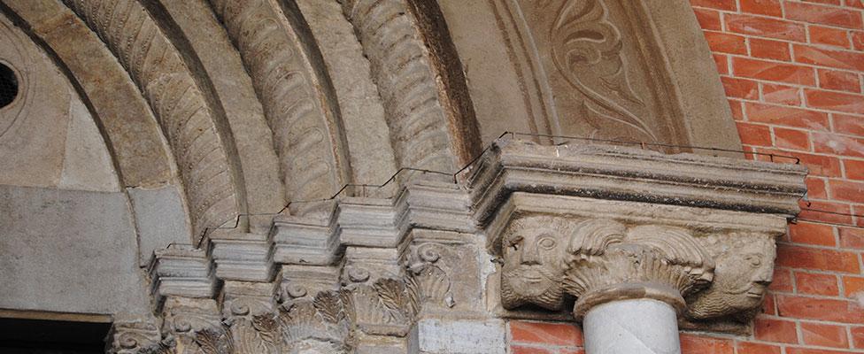 A1 Romanesque Ring